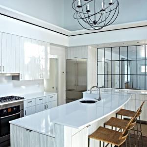 Jak podrasować biel w kuchni?