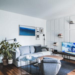 Przytulny minimalizm: tak urządzono mieszkanie na warszawskim Żoliborzu