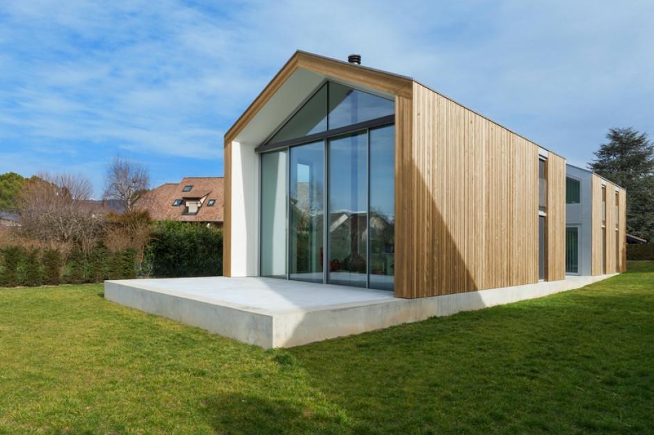 Budowa domu: naturalna elewacja z drewna