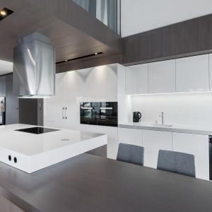 Tak zaaranżowano kuchnię w luksusowym penthouse