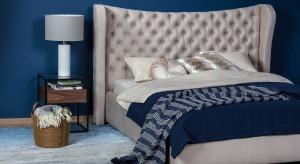 Niebieski w odcieniu Classic Blue - jak wprowadzić go do wnętrza sypialni?