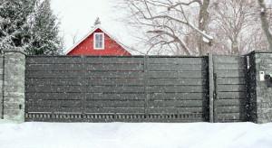 Ogrodzenie i brama zimą - o czym należy pamiętać