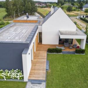 Dom w Konopiskach koło Częstochowy - projekt wpisany w naturalny krajobraz