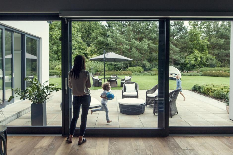 Ewolucja okien: od gałęzi po hi-tech