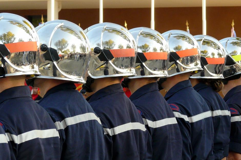 Kielce: strażacy pomagają starszym i samotnym mieszkańcom