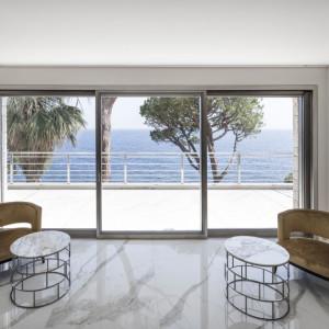 Biel, prostota, piękno. Zobacz dom na Lazurowym Wybrzeżu