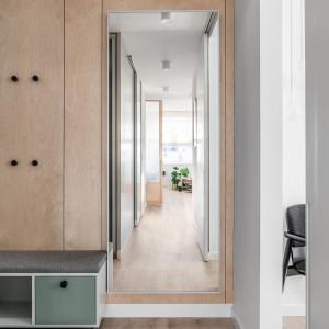 Prostota i detale. Zobacz jasny apartament w stylu skandynawskim