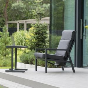Jak wybrać meble do ogrodu, na taras i balkon? 4 rady od architektów wnętrz