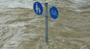 Chiny podwyższyły poziom zagrożenia powodziowego w związku z ulewami