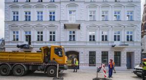 Sienkiewicza 56 w Łodzi już ze zrewitalizowaną fasadą