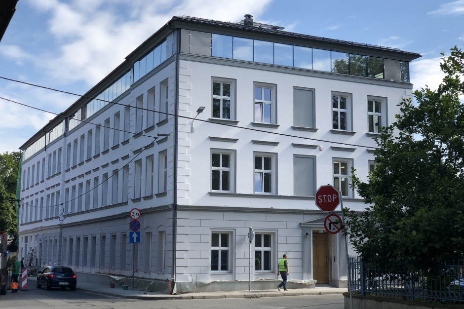 Neoklasycystyczna kamienica w centrum Bielska-Białej odzyskuje blask