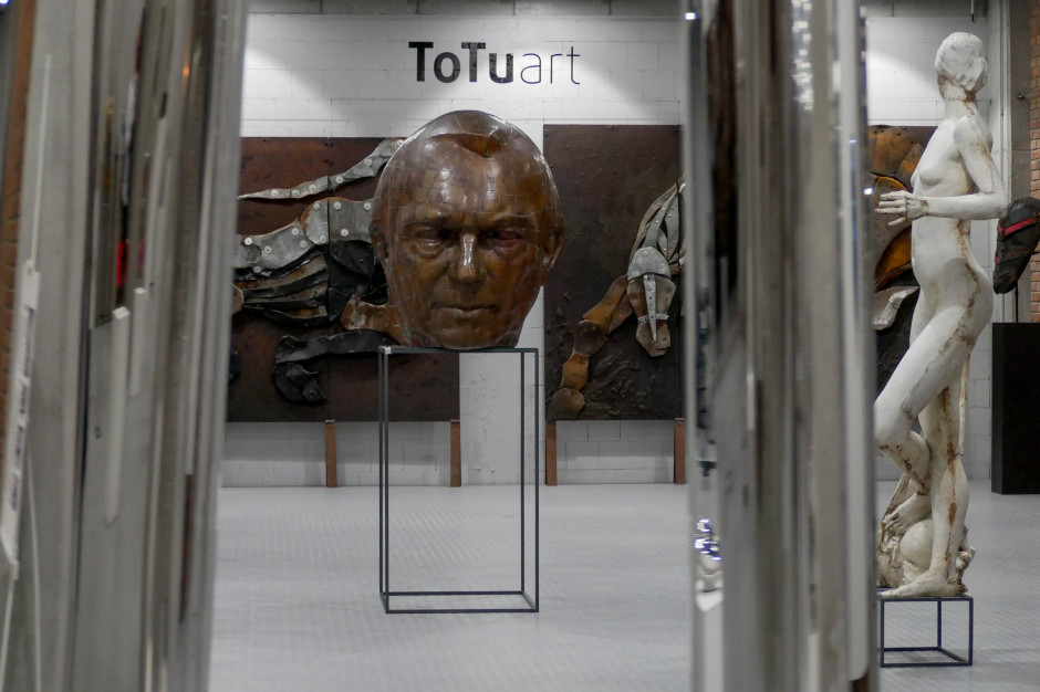 Rzeźby z muzeum przenoszą się do mieszkań