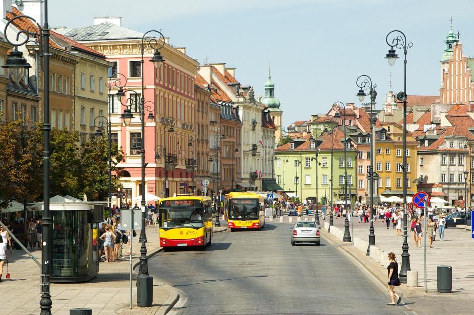 Warszawiacy chcą mieszkań komunalnych. Protest przed urzędem dzielnicy Praga Północ