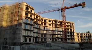 Reduta Nowe Podolany z kolejnym budynkiem
