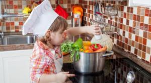 Bezpieczna kuchnia. Jak ją urządzić, gdy w domu są małe dzieci?