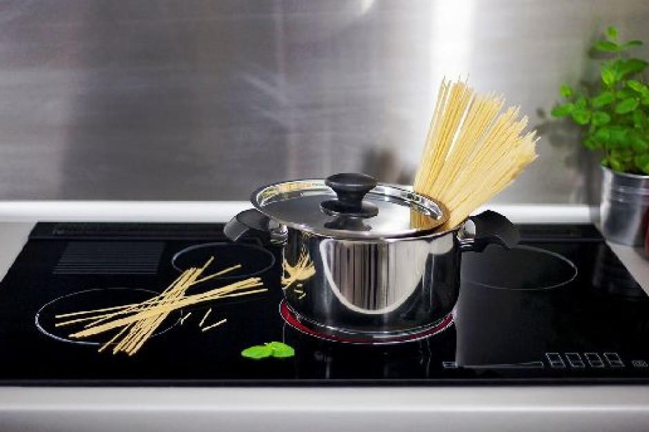 Jak dobrać płytę kuchenną do mebli w kuchni?