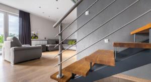 Drewniane schody na lata
