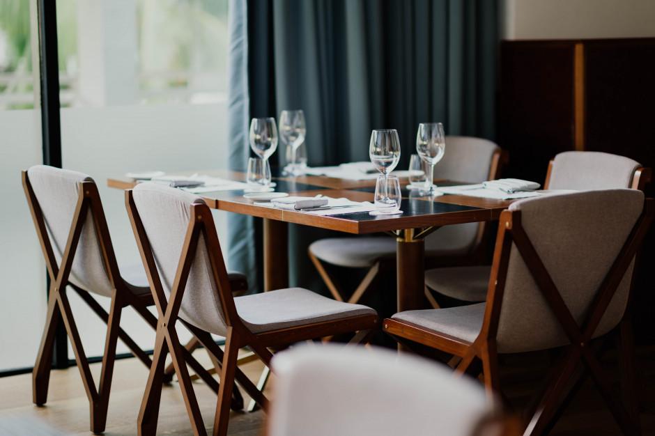 Stół rozkładany - rozwiązanie doskonałe do małej jadalni