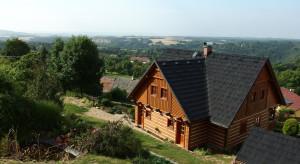Jak wykonać izolację ściany z bali drewnianych?