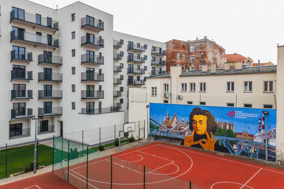 Antysmogowy mural we Wrocławiu zasponsorowali deweloperzy