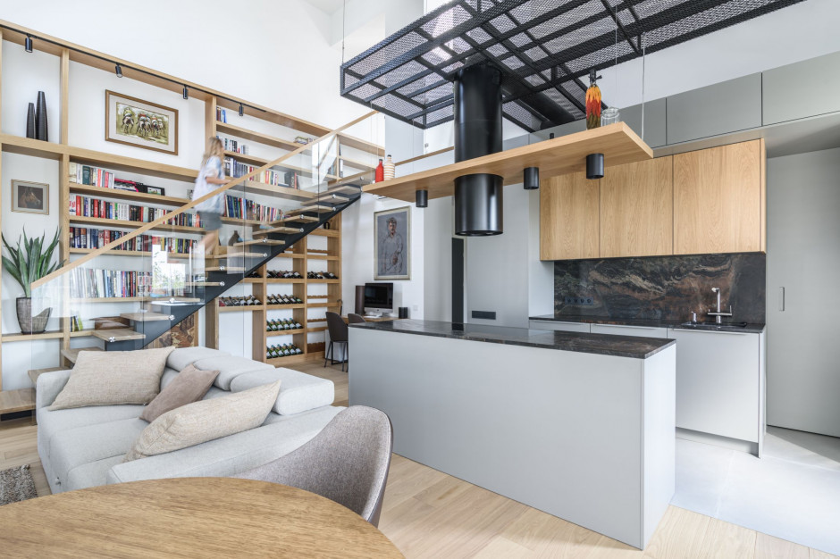 Dwa piętra - jedno mieszkanie. Nowoczesna aranżacja mieszkania dwupoziomowego