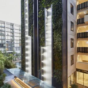 Mieszkanie z wodospadem. Zobacz niezwykły budynek wpisany w naturę