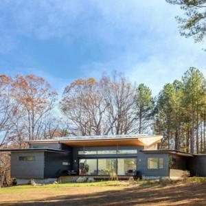 Nowoczesny dom zainspirowany naturą - amerykański projekt z polskim akcentem