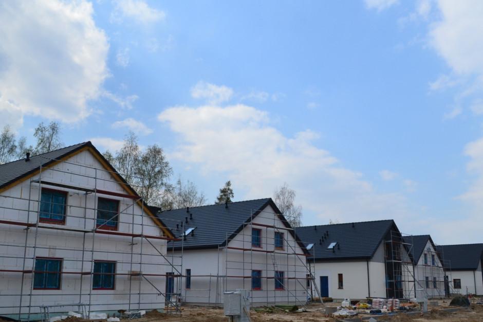 Osiedle Przy Jeziorach. Powstają kolejne domy w II etapie