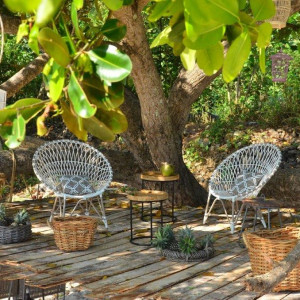 Jaki styl mebli wybrać na taras lub do ogrodu?