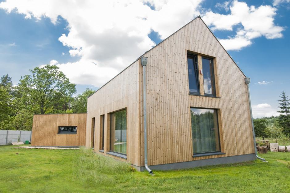 Budowa domu. Elewacja z drewna