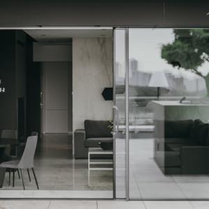 Tak urządzono nowoczesny apartament z widokiem