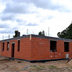 Pierwsze mury na placu budowy III etapu Osiedla Przy Jeziorach