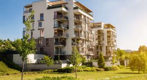 Polacy uciekają z centrów miast. Kupują więcej na przedmieściach