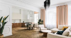 Mieszkanie w kamienicy. Ślady historii i sztuka w nowoczesnym apartamencie w Warszawie